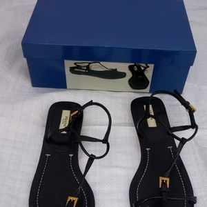Ladies Prada Shoes as 37 Black Patent
